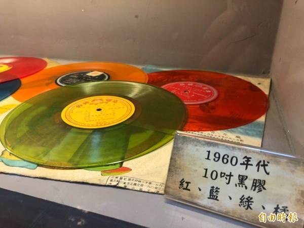 1960年代的黑膠唱片。(記者湯世名攝)