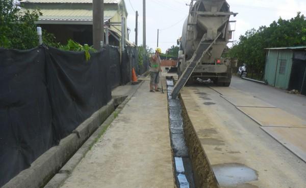 麻豆區北勢里加輦邦自來水供水延管工程,進場施作中,預計9月中完工通水。(記者楊金城翻攝)