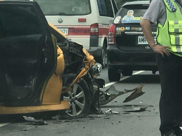 南州交流道往墾丁、台東的路上,發生一起離奇車禍。(記者陳彥廷翻攝)