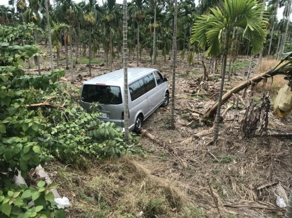 南州交流道往墾丁、台東的路上,發生一起離奇車禍。(記者陳彥廷翻攝)(記者陳彥廷攝)