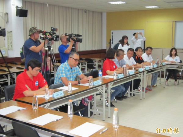 機師職業工會由理事長李信燕等8位工會幹部與會。(記者謝武雄攝)