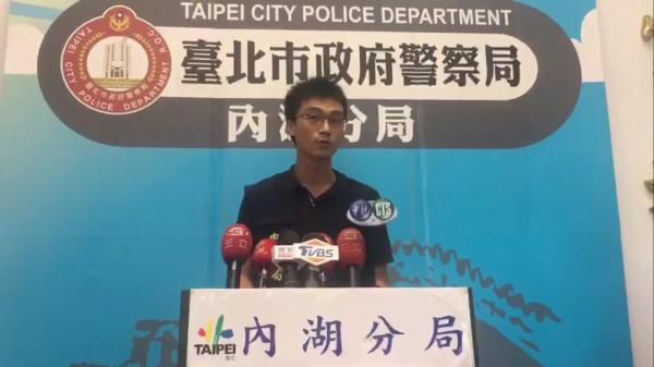台北市警內湖分局偵查隊副隊長黃冠豪說明。(記者陳恩惠翻攝)(記者陳恩惠攝)