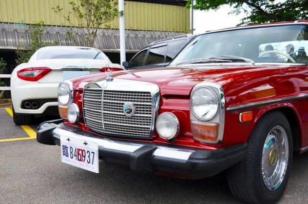 現場展出賓士、BMW等古董名車。(桃園市府交通局提供)