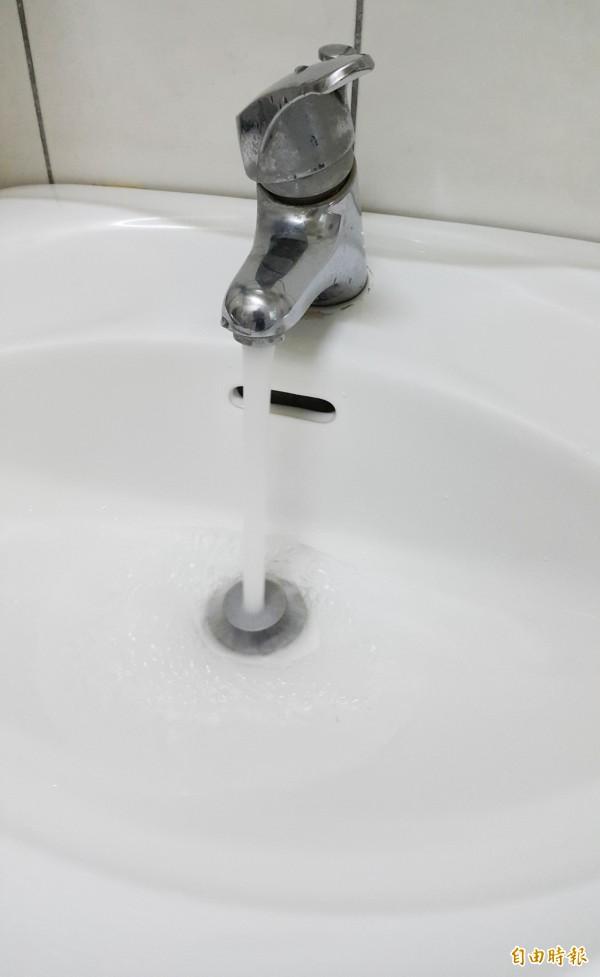 高市2區明早停水23小時,影響2700戶用戶。 (記者陳文嬋攝)