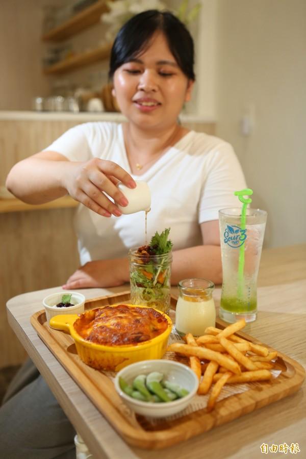 附餐生菜沙拉淋上特調芥末油醋或千島醬,新鮮爽口。(記者蔡淑媛攝)