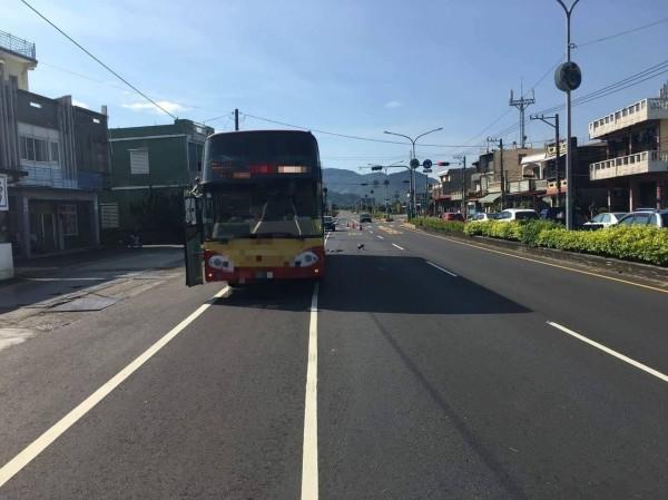 台1線今天清晨發生嚴重死亡車禍。(記者陳彥廷翻攝)