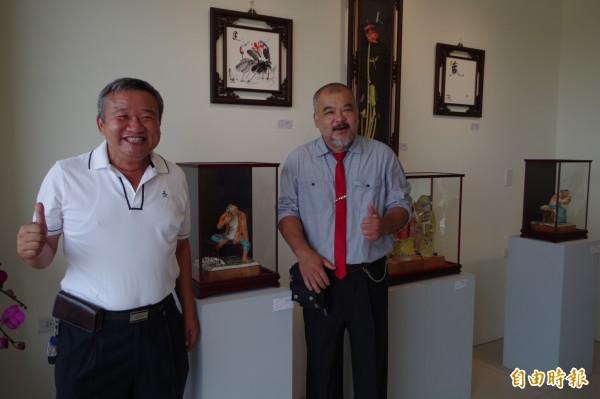葉王獎主蔡顯勇(右)交趾陶特展,與現代建築美學融合,相得益彰。(記者林國賢攝)