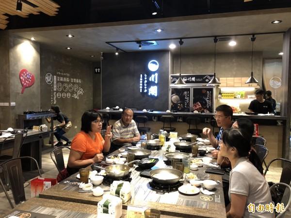 川閣蜆鍋是台中市北區的深夜食堂。(記者歐素美攝)