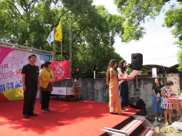 台中市長林佳龍與勵馨基金會執行長紀惠容見證女孩們宣誓(記者蘇金鳳攝)