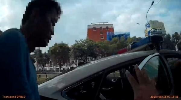 男子持登山刀晃到行政院 警方逮捕強制就醫