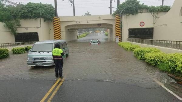 暴雨狂襲 台中 彰化 台南  高雄 今晚停班停課