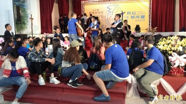 台灣國際青年日吸引來自各地的青年共融及分享。(記者廖淑玲攝)