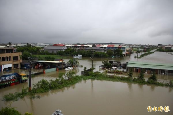 嘉義縣境內大淹水。(記者林宜樟攝)