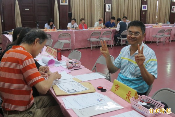 台中市有第3名市長參選人,無黨籍的宋原通最後一天登記。(記者蘇孟娟攝)