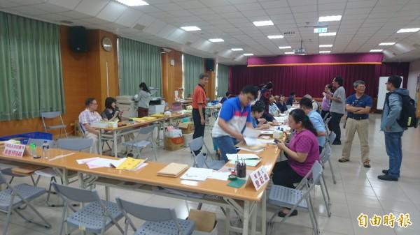 台南市第3屆直轄市長、市議員及里長選舉候選人登記最後一天,仍有市議員參選人前往登記。(記者劉婉君攝)