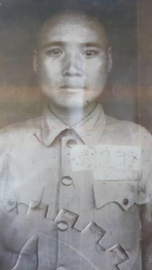 立委楊鎮浯辦公室找到八二三戰役遺族張成思父親張存玉入伍時的照片。(立委楊鎮浯辦公室提供)