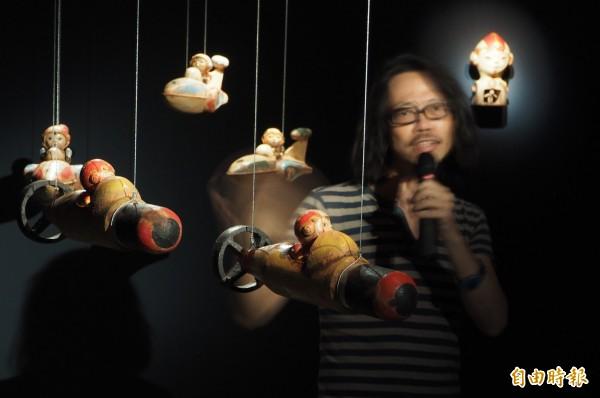 唐唐用立體陶塑展現上太空夢想,作品充滿童趣。(記者陳鳳麗攝)