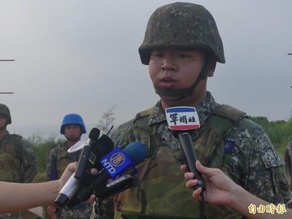金防部石姓上兵5月才捐肝給父親,以身為砲兵一員為榮,他認為在這場演習中不能缺席。(記者吳正庭攝)