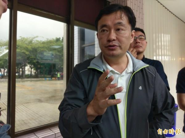 民進黨秘書長洪耀福形容年底整體選情如燒灶,愈燒愈加溫。(記者王善嬿攝)