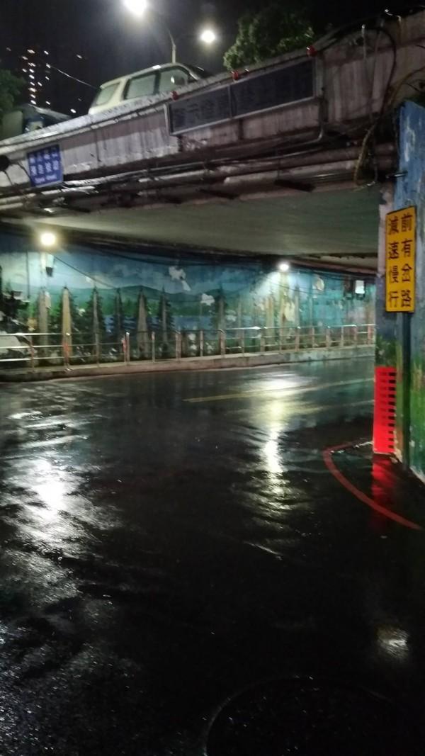 新北市出現26處淹水等災情,其中汐止等地淹水已逐漸消退。(記者吳仁捷翻攝)