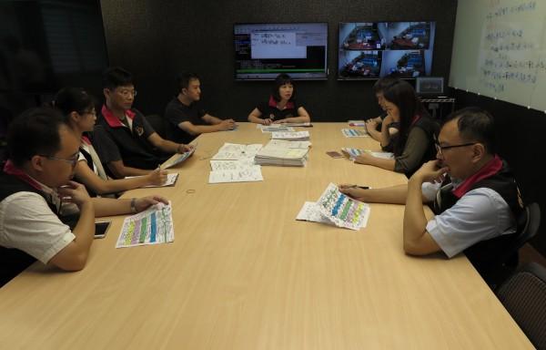 彰化地檢署成立專案小組,於戰情室研討會選案情。(記者陳冠備翻攝)
