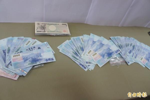 澎湖破獲首次以旅居日本中國僑民為詐騙對象的詐騙集團,起出新台幣與日幣等證物。(記者劉禹慶攝)