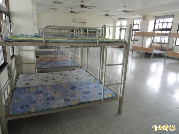球員新宿舍的通舖床位。(記者江志雄攝)