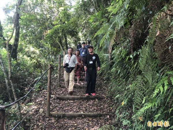 仁愛鄉春陽村史努櫻步道是部落居民以自然工法改善的步道。(記者佟振國攝)