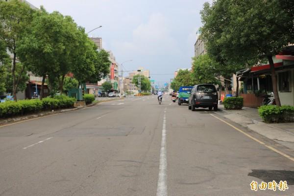 竹南鎮重要聯外道路環市路一段,路況不佳,也列入改善路段之中。(記者鄭名翔攝)
