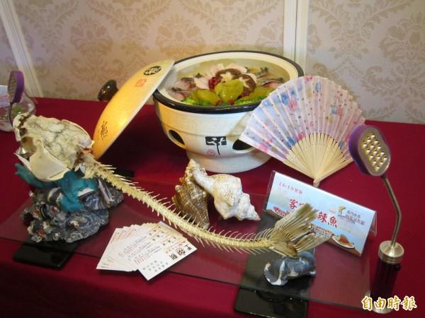 石門活魚節創意料理各具巧思,民眾上網投票,就有機會獲得千元抵用券。(記者謝武雄攝)