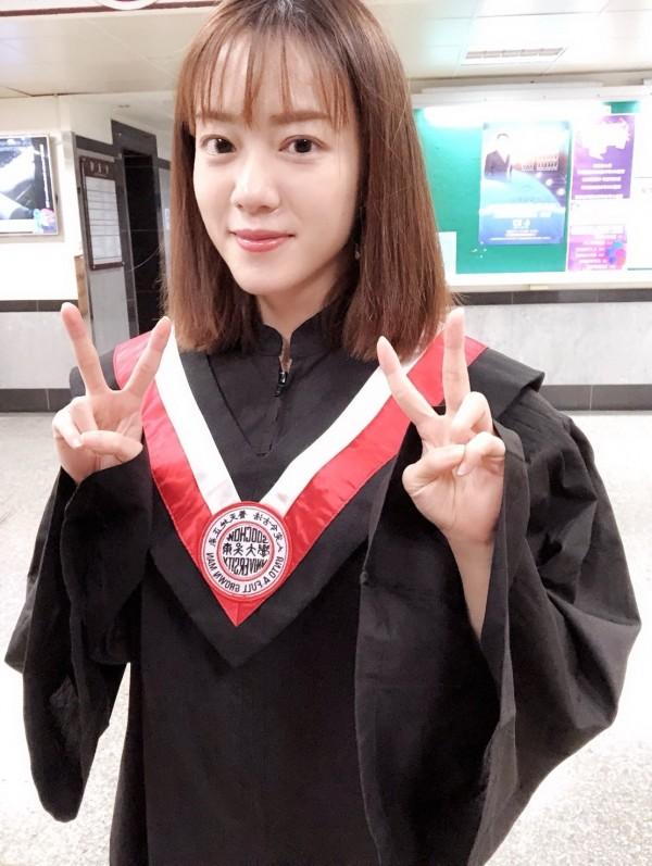 大眼正妹張愉婕東吳大學法律系畢業,23歲的她登記參選鹿港鎮代表。(張愉婕提供)