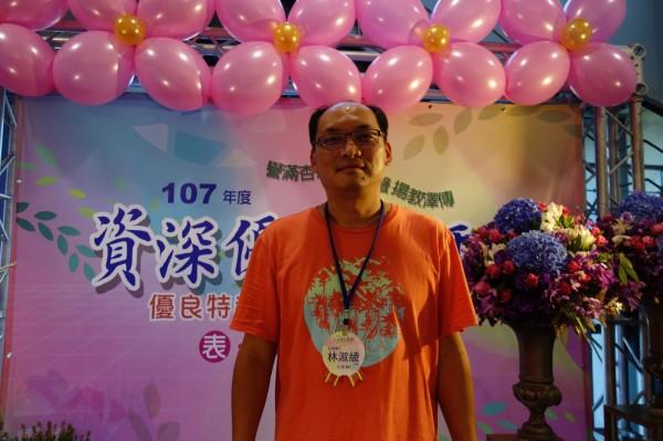林淑綾老師的先生李文正今天出席代為領獎。(記者葉冠妤攝)
