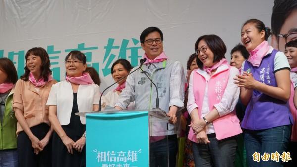 陈其迈(中)参加妇女后援会,并发表妇女政策。(记者葛佑豪翻摄)