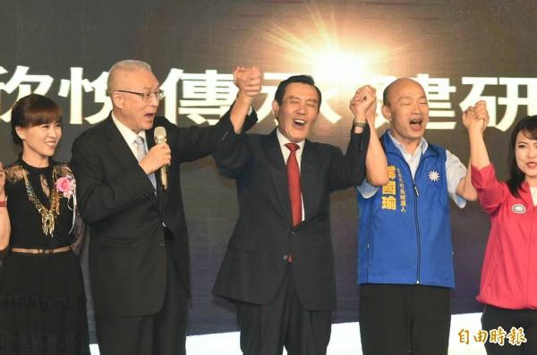 吳敦義、馬英九、韓國瑜首次在高雄合體同台,為韓國瑜拉抬聲勢。(記者張忠義攝)