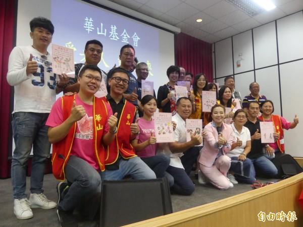 華山基金會舉行慈善音樂拍賣會,金門地方善心人士熱情響應。(記者吳正庭攝)