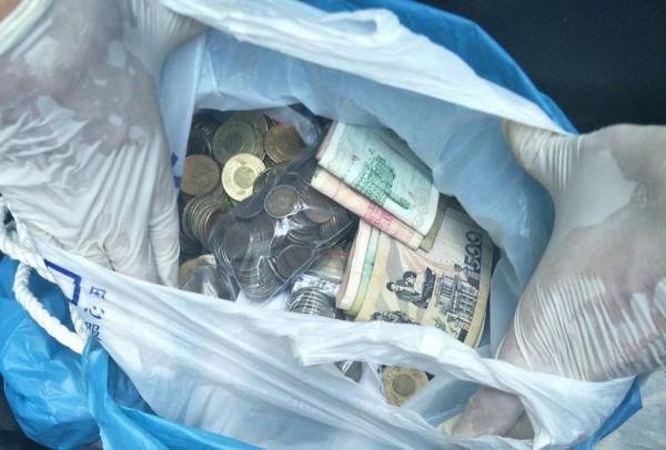 楊姓毒蟲攀爬進入王宅行竊台幣與外幣現金,被警方火速追回。(記者林嘉東翻攝)