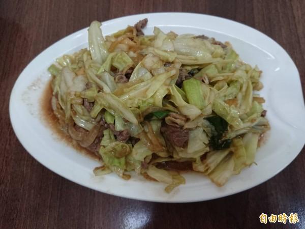 高麗菜炒牛肉。(記者洪瑞琴攝)