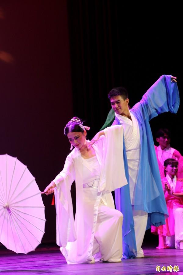 梅門文化基金會今天在市府多功能集會堂公益演出「精~白蛇傳奇」。(記者賴筱桐攝)