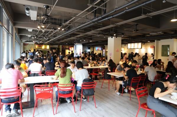 興大38年老建物變身最狂校園餐廳,每天有2000人次用餐。(興大提供)