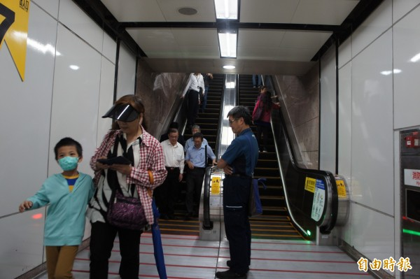 按照柯市府規劃,台北市117座台北捷運車站,將在未來幾年內,至少都有一部雙向通行的電扶梯或電梯。(記者黃建豪攝)