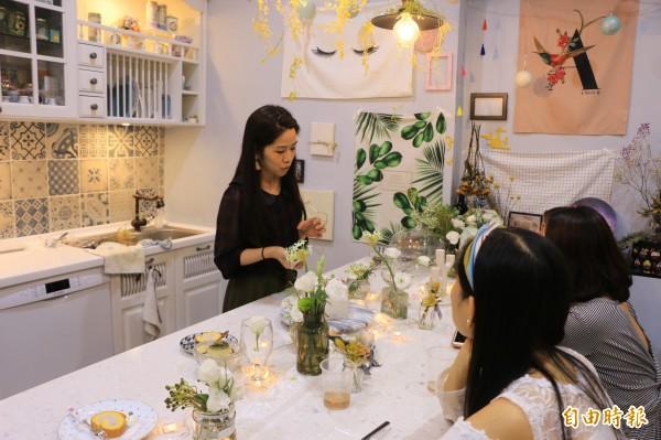 「週二藝術」烘焙空間富有藝術感,身處其中同時享受視覺及味覺饗宴。(記者鄭名翔攝)