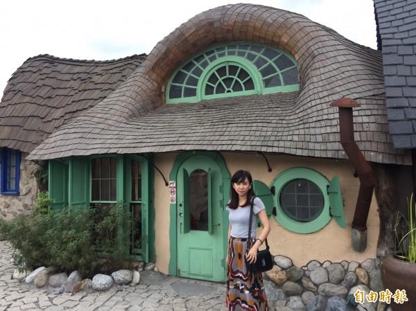 「瑞穗溫泉線」今年將停留打卡熱點壽豐童話屋「Mr.SAM」供遊客拍照。(記者王峻祺攝)