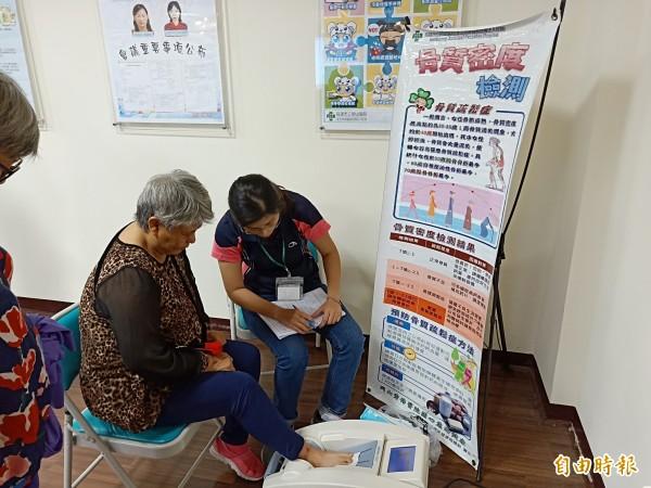 岡山秀傳醫院eVIP制度,提供體檢後醫療、預防保健、營養指導及養生方法等諮詢。(記者蘇福男攝)