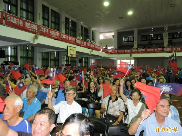饒慶鈴軍公教警消退休人員後援會今天中午成立,場面熱烈。(記者張存薇攝)
