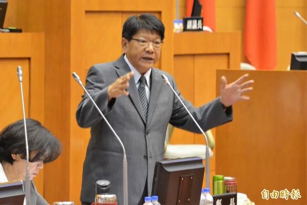 潘孟安認為選舉前不適合調整放寬重陽敬老金。(記者侯承旭攝)