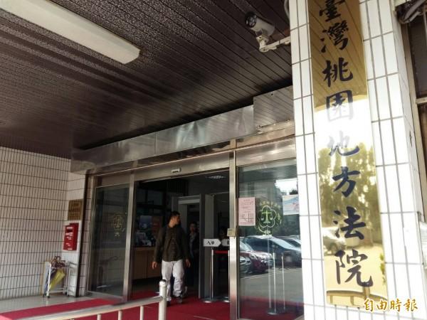 中庭磁磚太光滑害跌倒,管委會得賠住戶12萬餘元。(記者鄭淑婷攝)