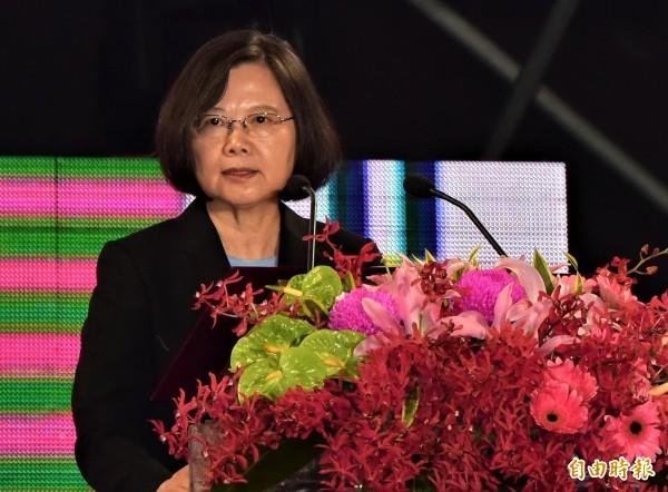 總統蔡英文昨出席雙十晚會,勉國人保持信心,台灣會越來越好。(記者張議晨攝)