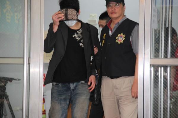 警方將陳順凱移送法辦。(記者吳昇儒攝)
