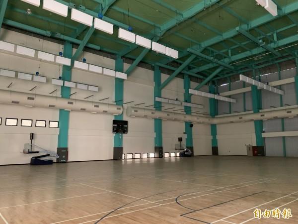 新竹市竹光國民運動中心即將完工,年底試營運,內部有游泳池和韻律教室和籃球場及SPA池,健身房等,更附設地下停車場,且交通方便,將有助於提升竹市運動人口。(記者洪美秀攝)