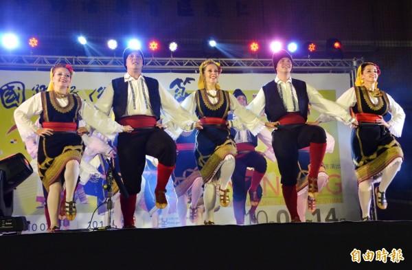 南瀛國際民俗藝術節仁德場活動,塞爾維亞的演出。(記者吳俊鋒攝)